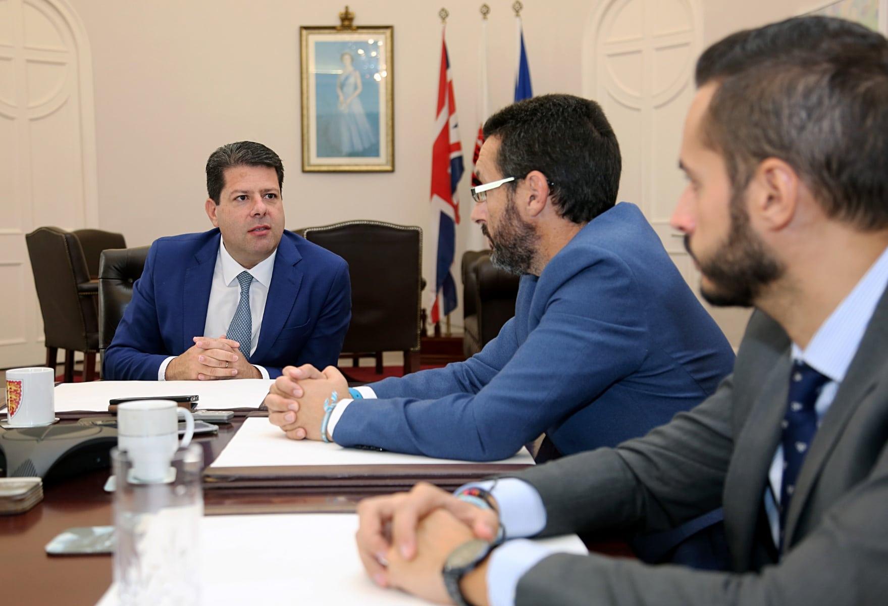 visita-del-alcalde-de-la-lnea-al-ministro-principal-de-gibraltar_48954055458_o