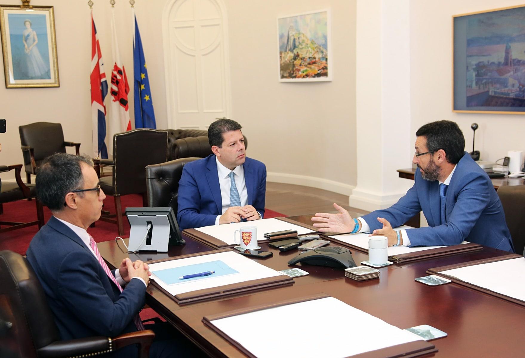 visita-del-alcalde-de-la-lnea-al-ministro-principal-de-gibraltar_48954605301_o