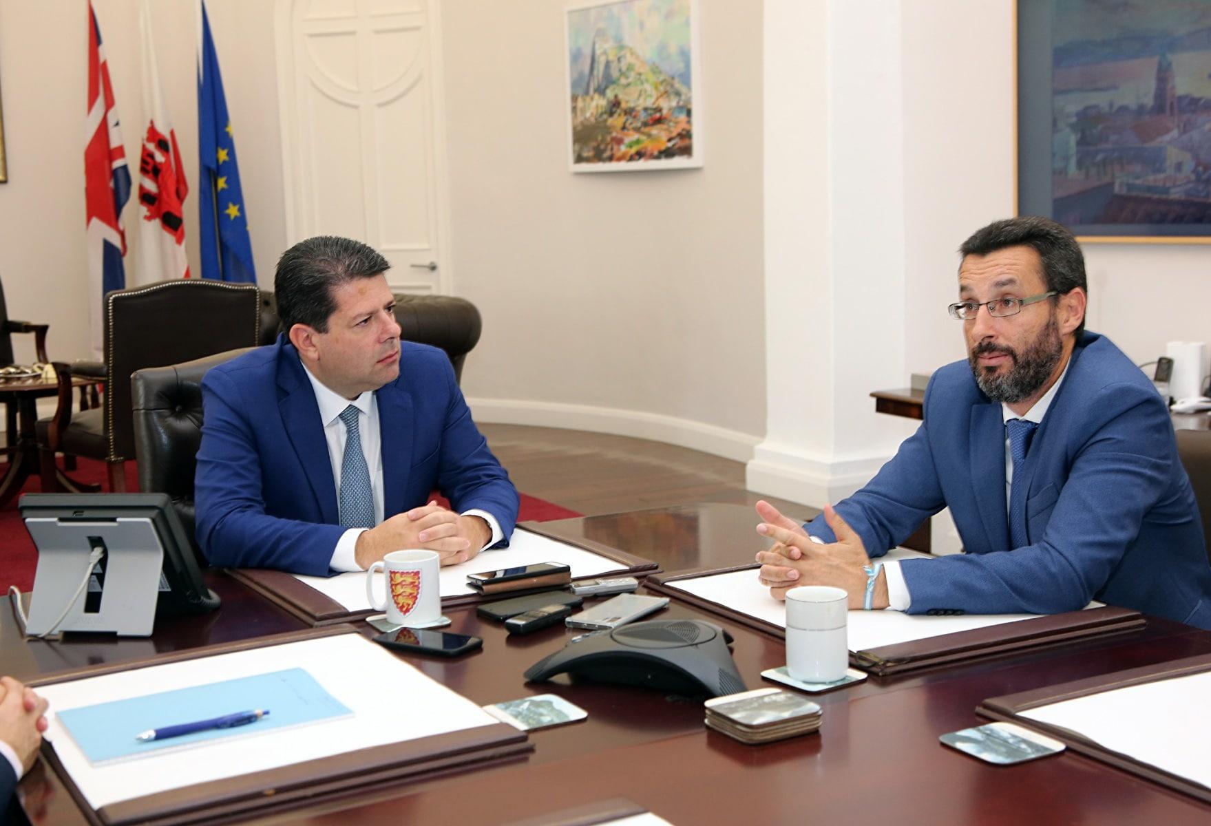 visita-del-alcalde-de-la-lnea-al-ministro-principal-de-gibraltar_48954605336_o