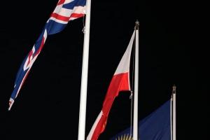 200131 Gibraltar arría la bandera de la UE e iza la de la Commonwealth