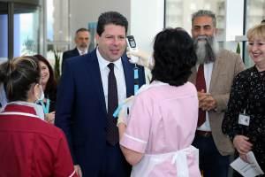 200515 El Ministro Principal agradece a los trabajadores sanitarios