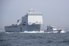 RFA-Lyme-Bay-y-HMS-Pursuer-Gib