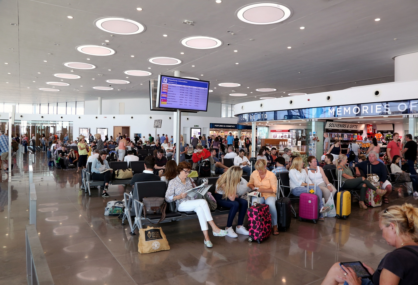 airport-0423_38925606874_o