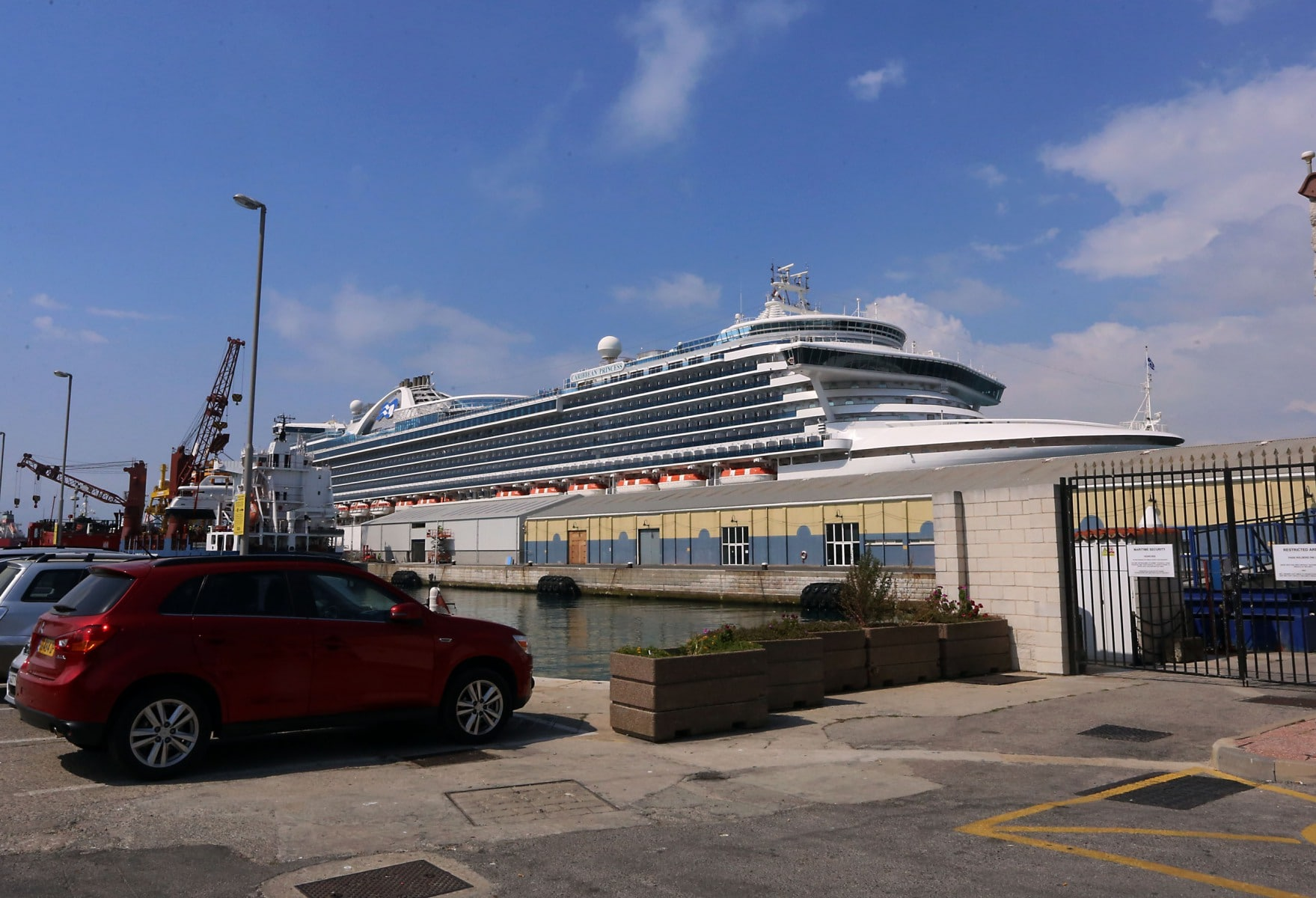 cruise-liners-13_39603826542_o