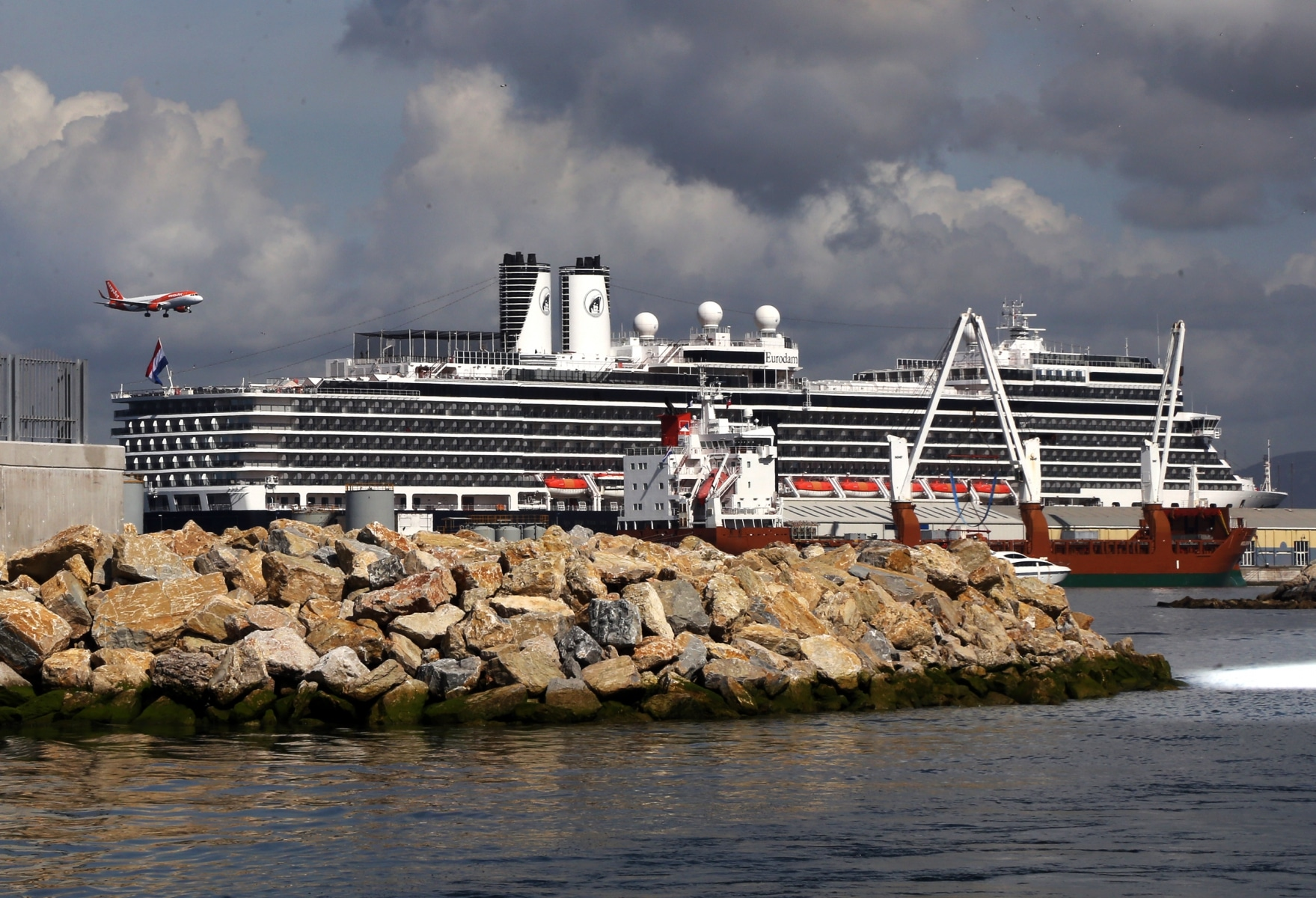 cruise-liners-14_25762530208_o