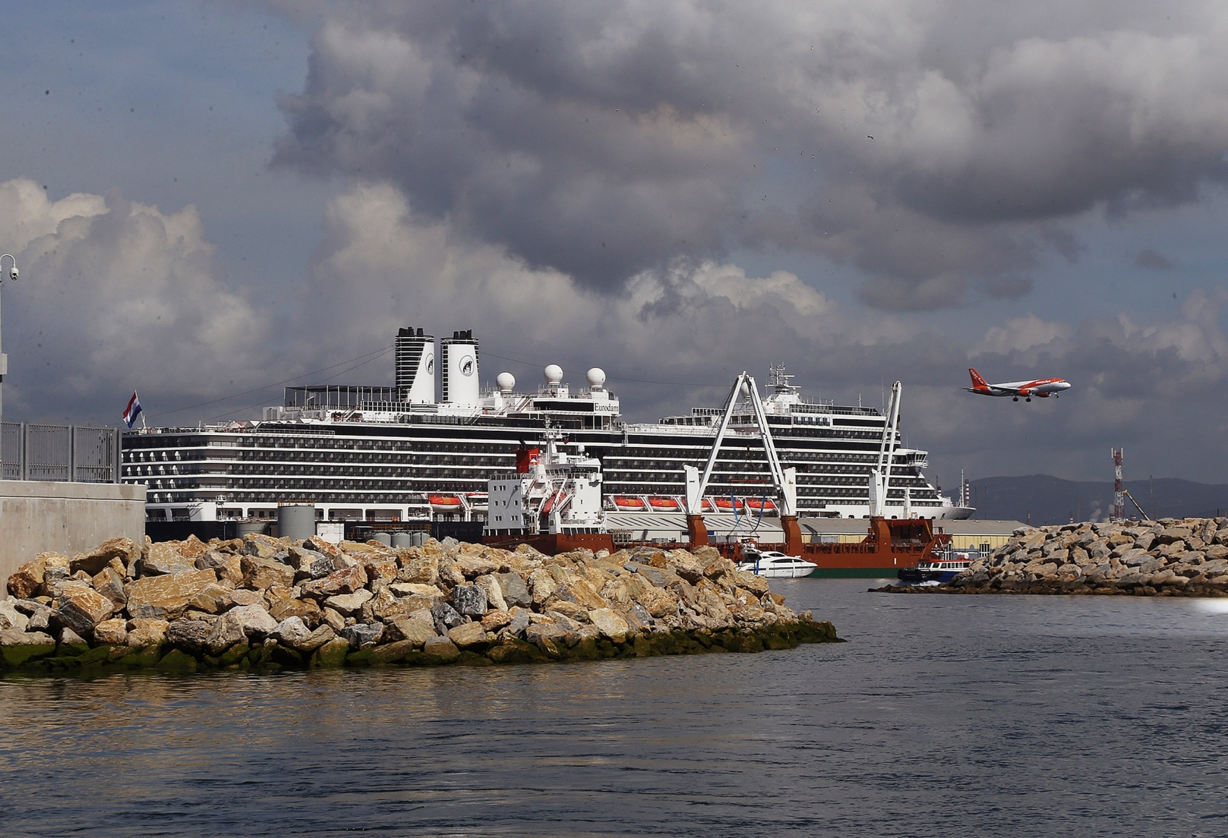 cruise-liners-15_38737422295_o