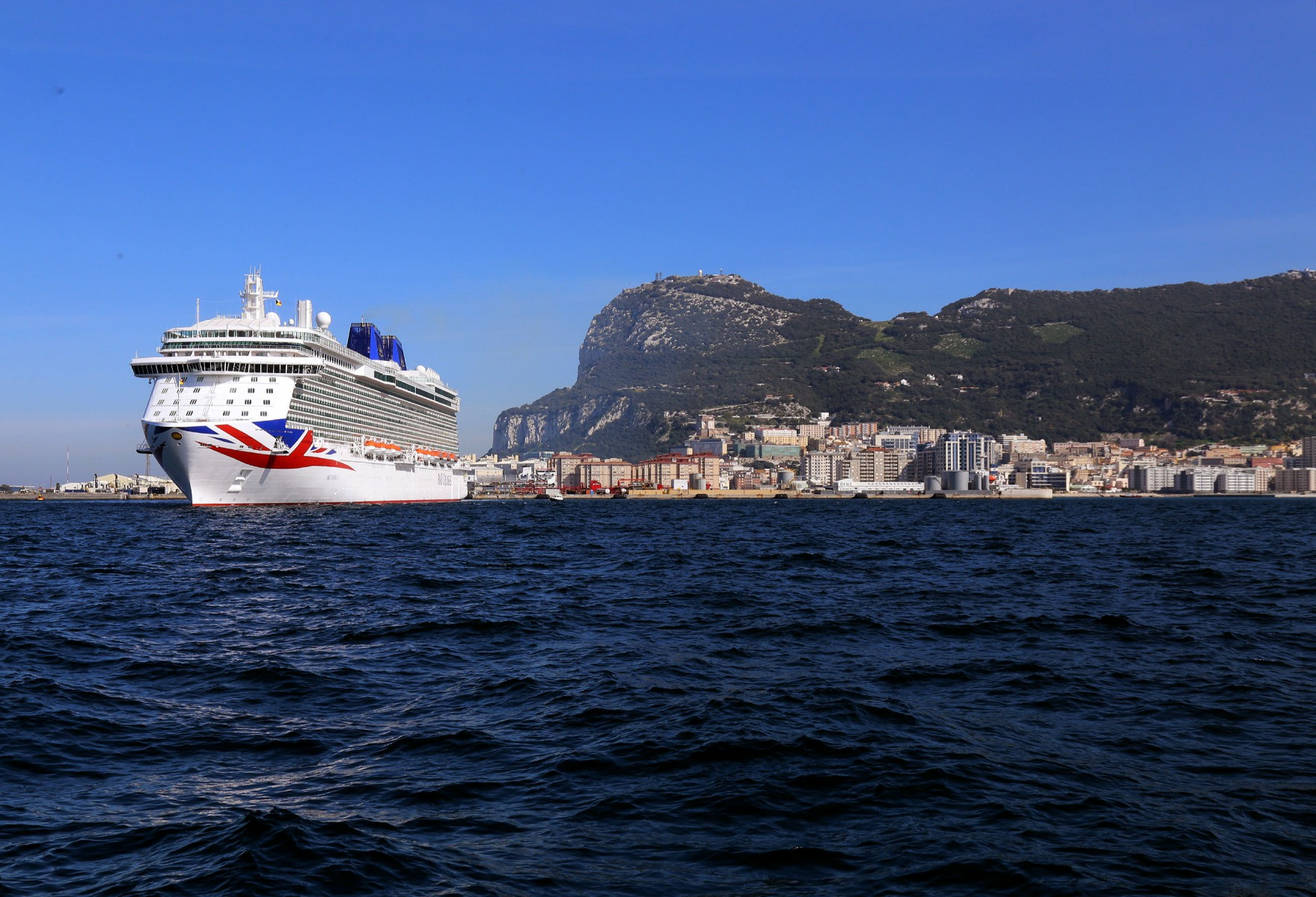cruise-liners-9_25762305848_o