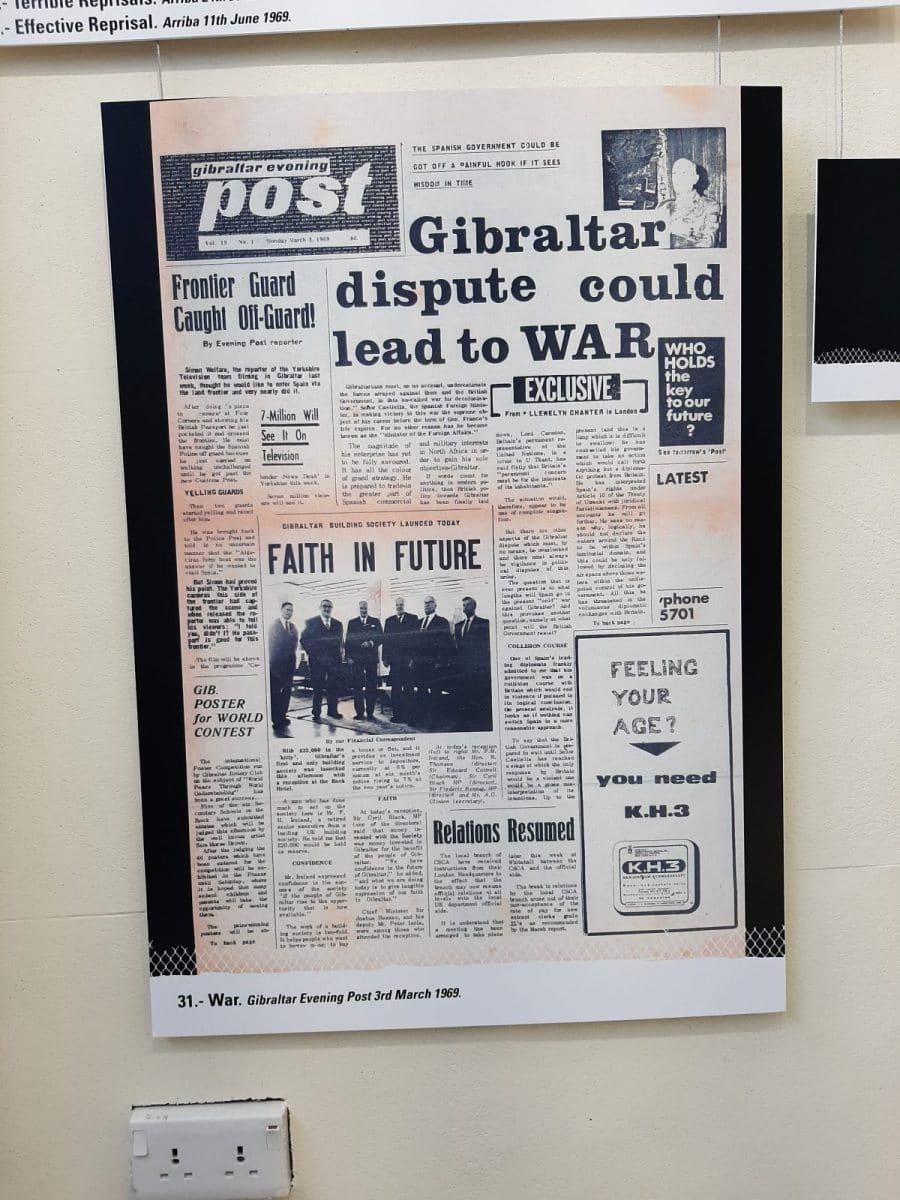 El-periodico-'Gibraltar-Evening-Post-mostro-su-preocupacion-sobre-una-posible-guerra-con-motivo-de-la-disputa-sobre-Gibraltar.-Exposicion-'Closure.