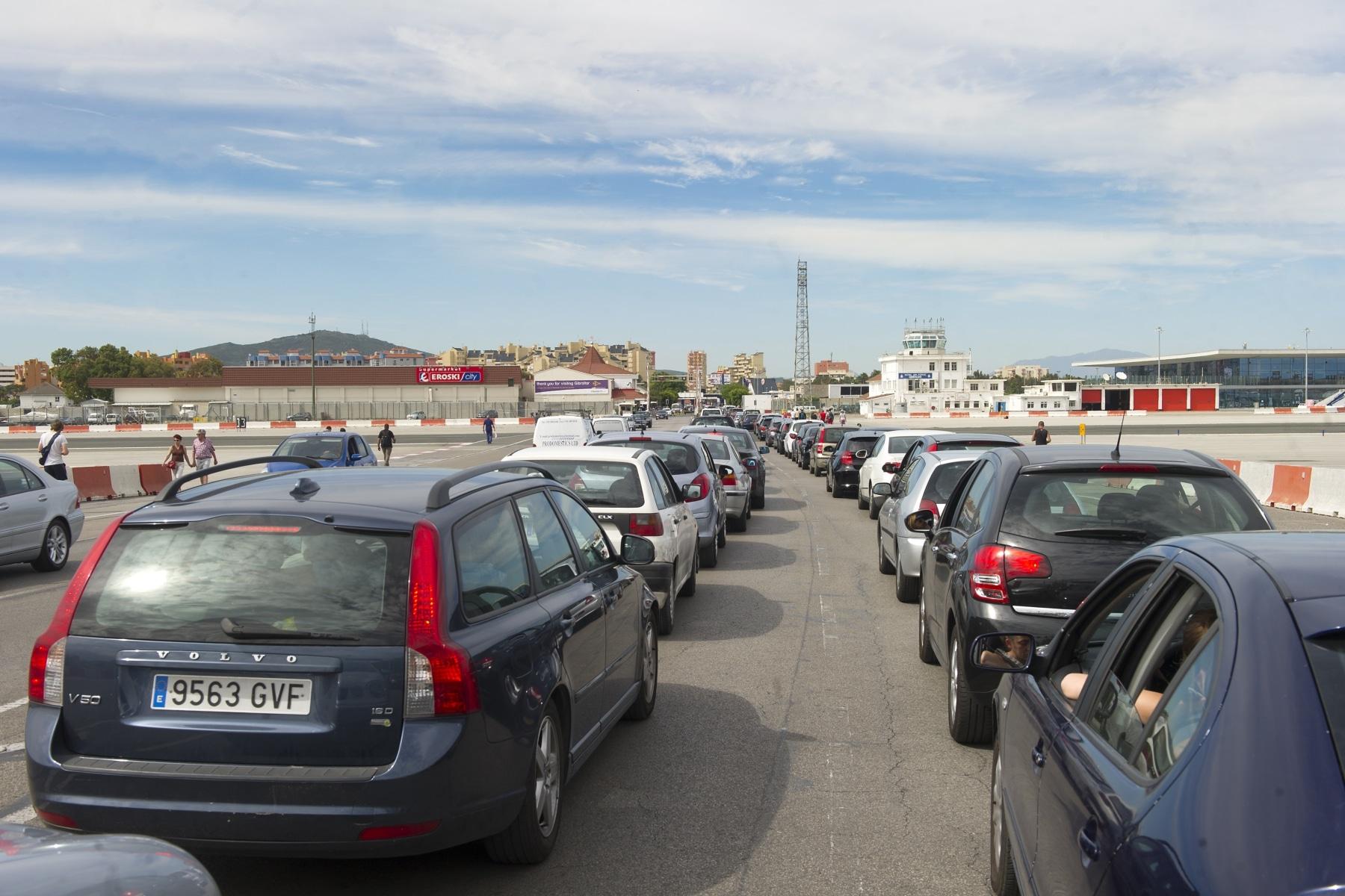 cola-vehiculos-dentro-de-gibraltar-01_9222274977_o