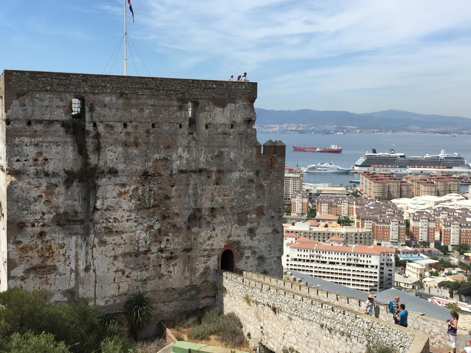 el-castillo-moro-de-gibraltar-abajo-la-ciudad-y-el-puerto_22727026562_o