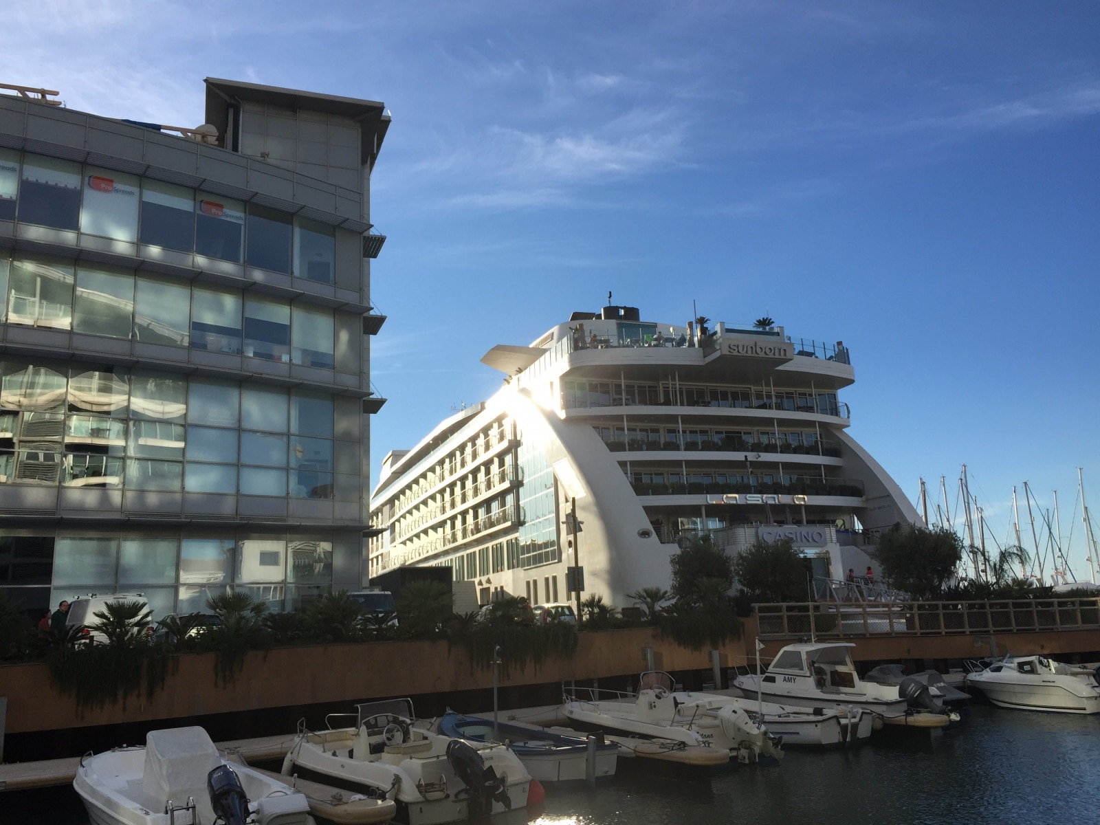 el-hotel-flotante-de-lujo-sunborn-est-permanentemente-en-la-marina-de-ocean-village-de-gibraltar_22727097582_o