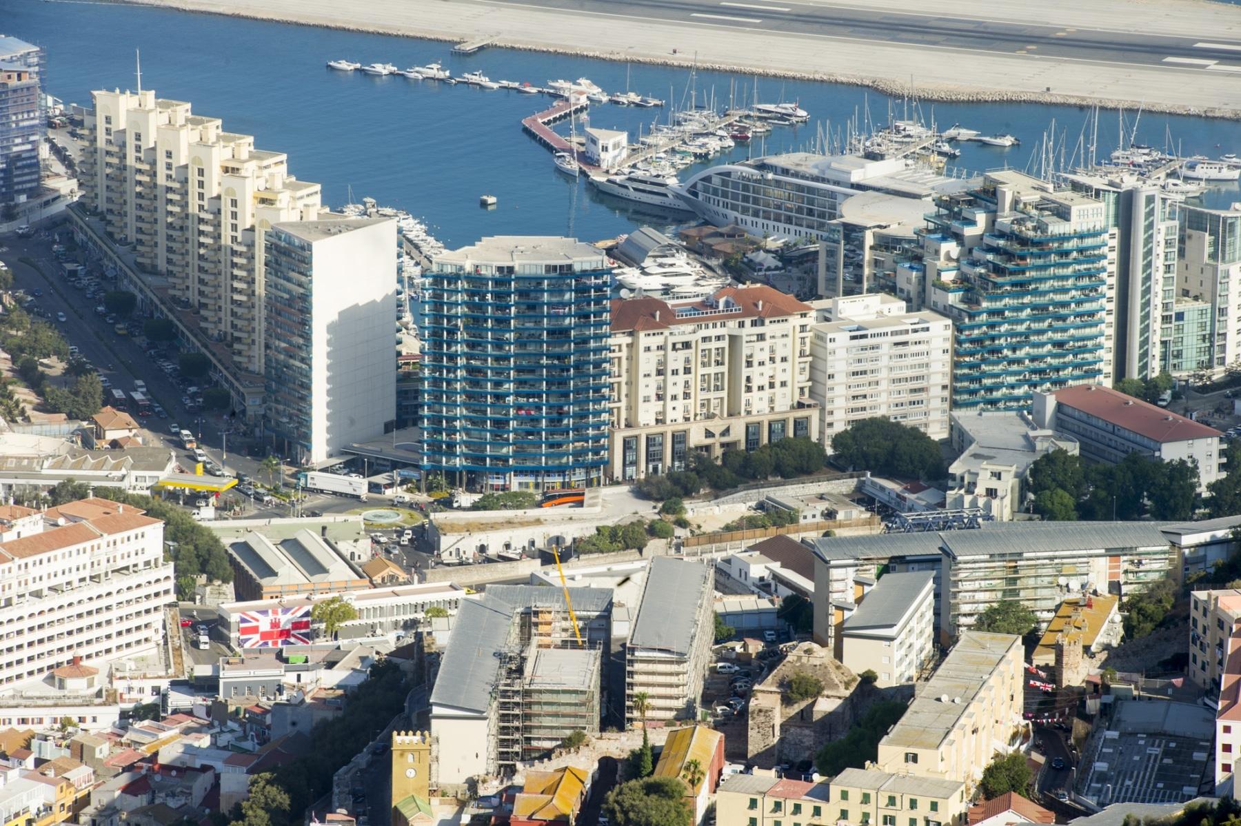 el-moderno-desarrollo-urbanstico-de-ocean-village-con-el-hotel-flotante-sunborn_22726829852_o