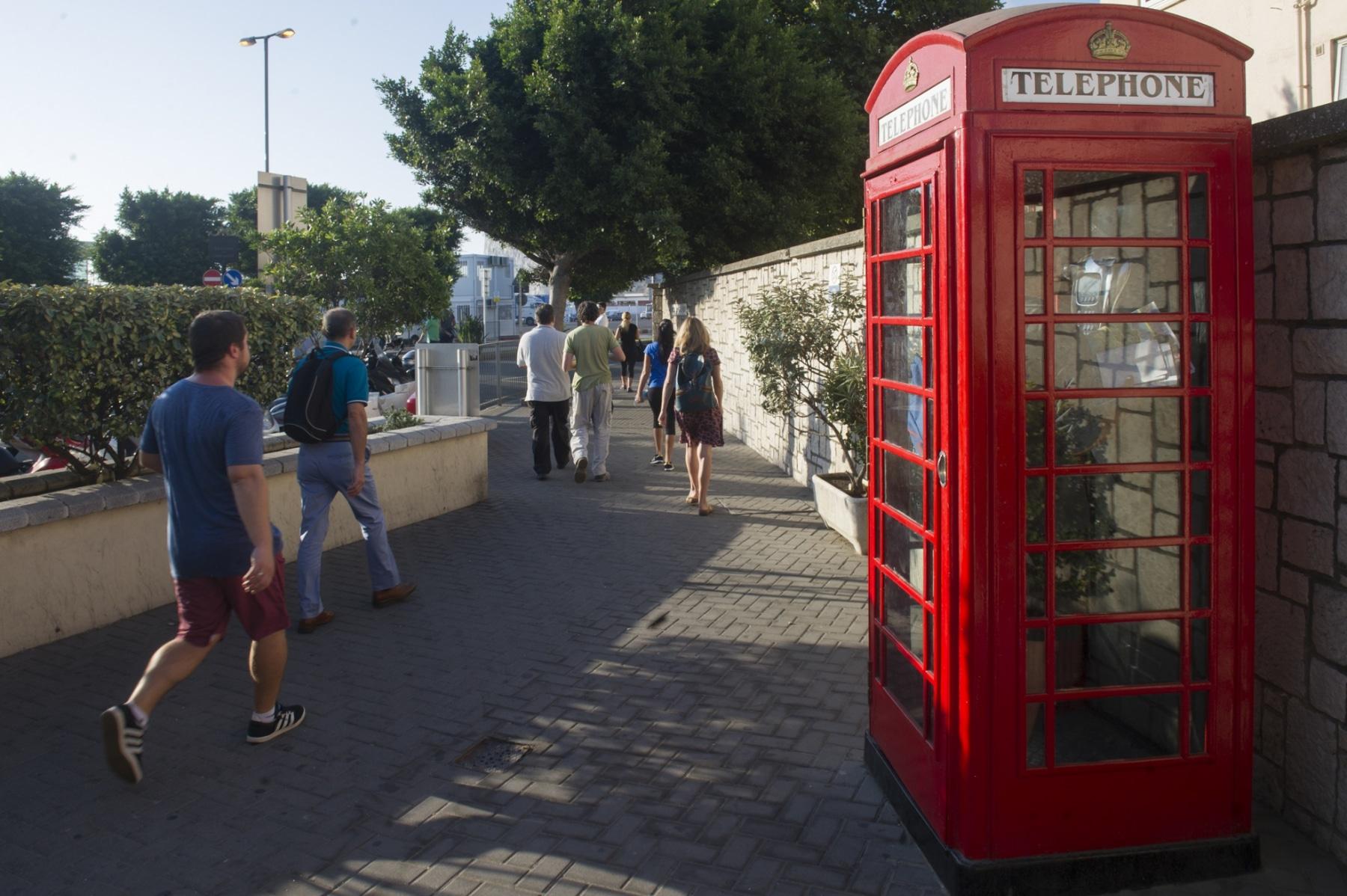 las-cabinas-rojas-reflejan-lo-ms-puro-del-carcter-britnico-de-gibraltar_22751734211_o