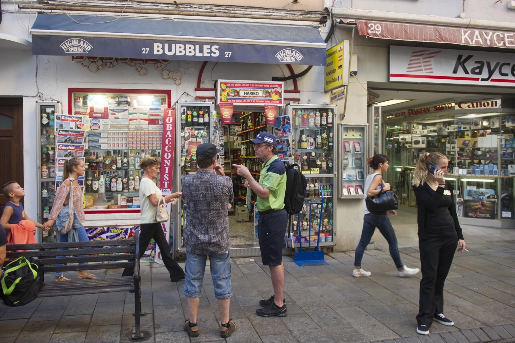 main-street-la-calle-real-en-gibraltar_22726855842_o