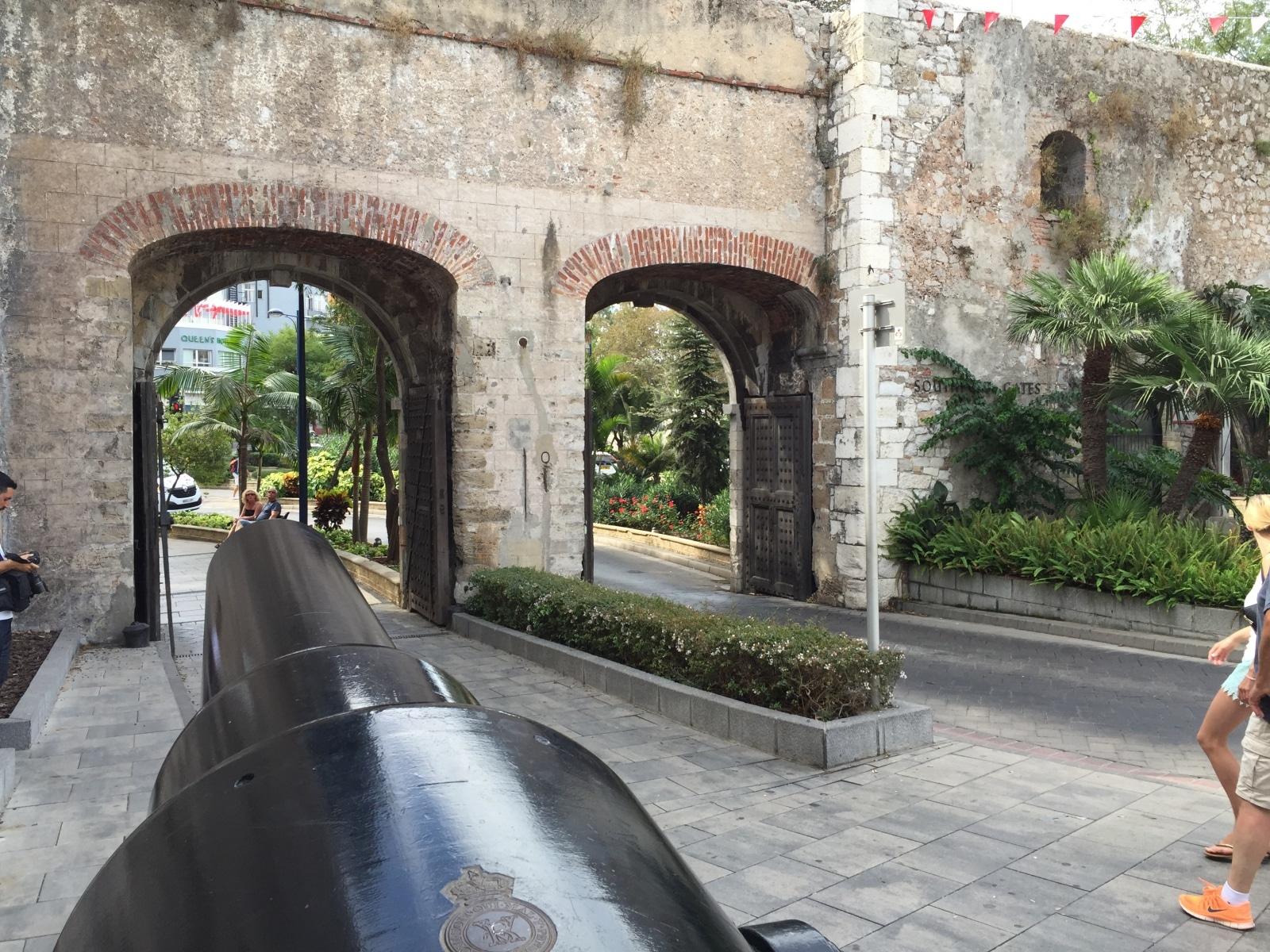 southport-gates-y-la-muralla-de-carlos-v_22740570395_o