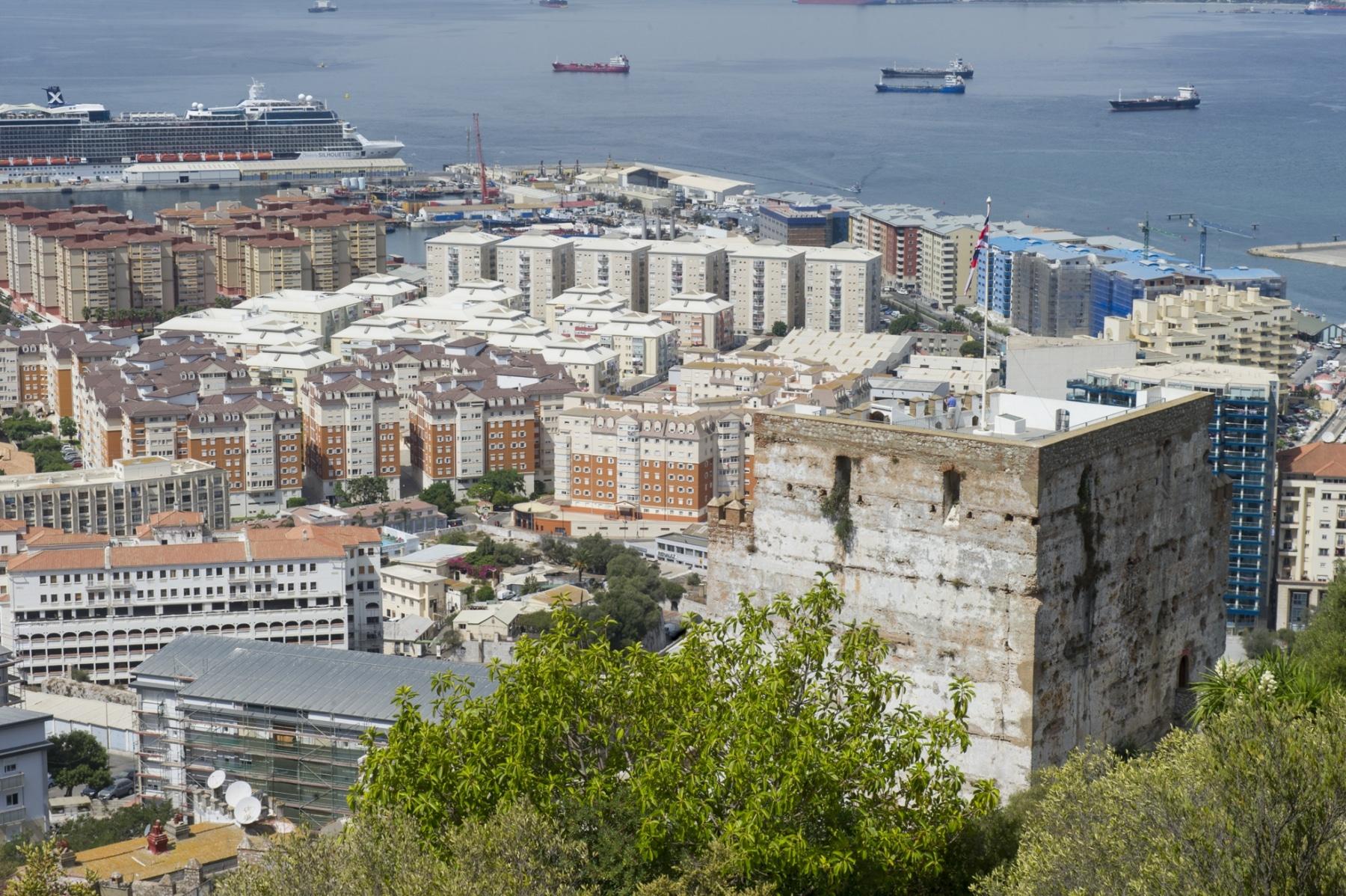 el-castillo-moro-en-la-ladera-del-pen-de-gibraltar_22116965394_o