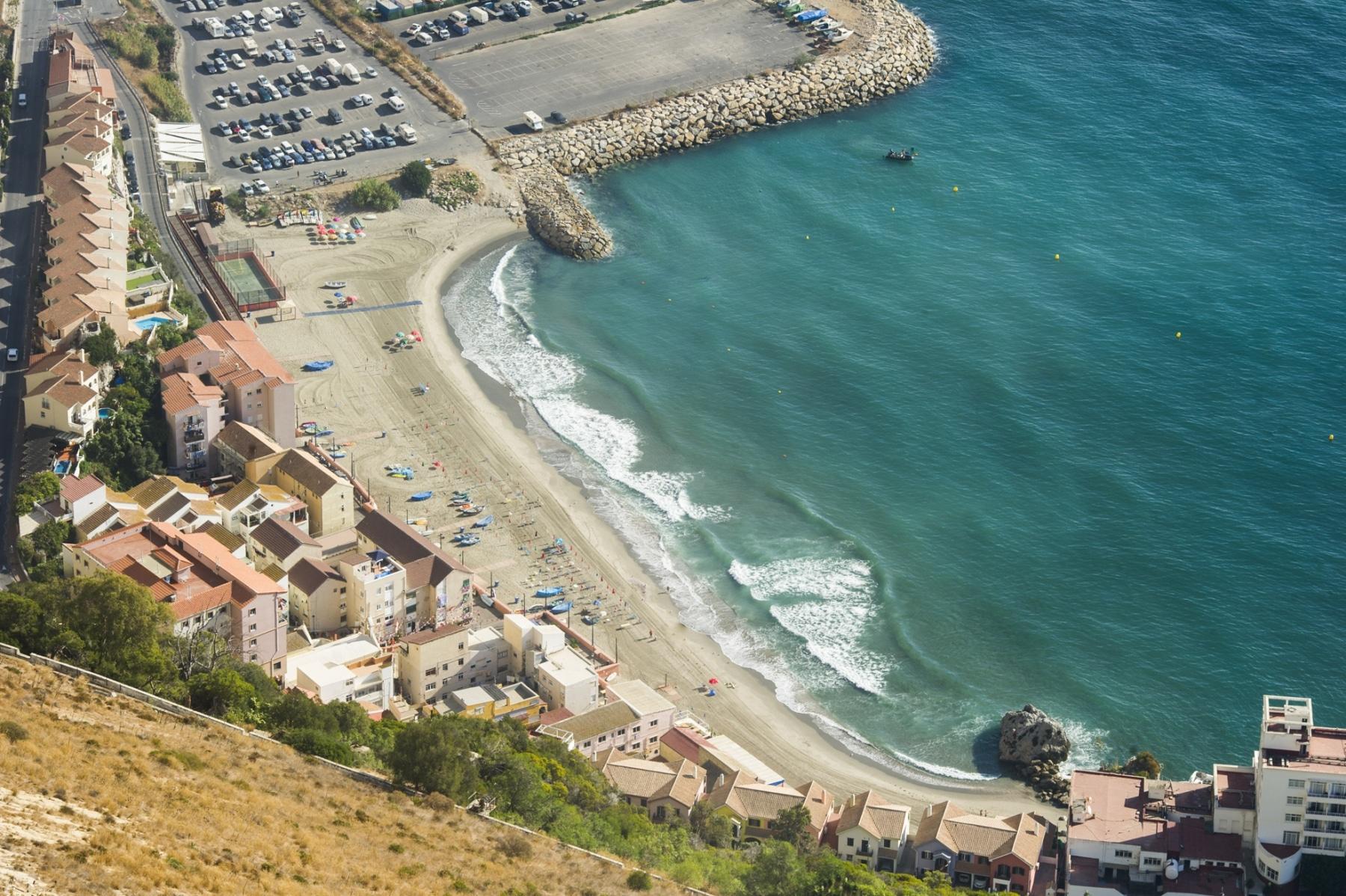 la-playa-de-la-caleta-de-gibraltar_22713252246_o