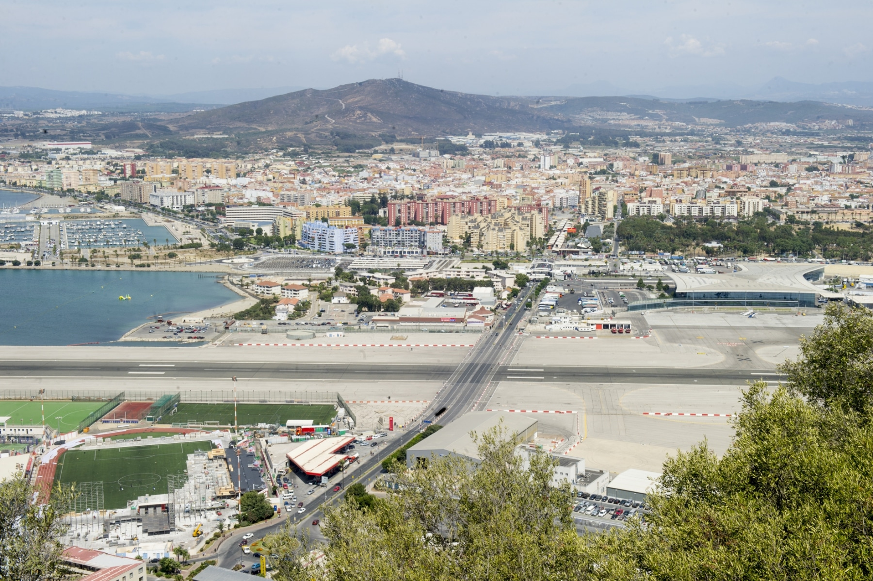 la-va-que-cruza-el-aeropuerto-de-gibraltar-pronto-ser-reconvertida-en-un-tnel_22551881050_o